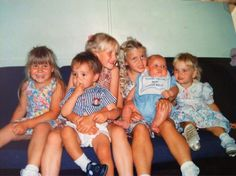 OMG LITTLE LIAM<<< he still looks the same... only hotter... with biceps... minus the diaper