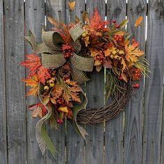 Jesenný veniec na dvere na 45 spôsobov. Ktorý by ste si vybrali vy? - sikovnik.sk Diy Fall Wreath, Easy Fall Wreaths, Thanksgiving Wreaths, Summer Wreath, Holiday Wreaths, Spring Wreaths, Yarn Wreaths, Winter Wreaths, Floral Wreaths