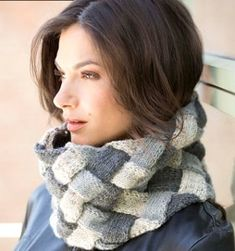 The Entrelac Cowl is a gorgeous knit cowl pattern that features three beautiful shades of gray. This pretty knit has a interlocking design, giving the cowl great texture and interest. Knitting Designs, Knitting Patterns Free, Free Knitting, Free Pattern, Scarf Patterns, Knitting Tutorials, Crochet Scarves, Crochet Shawl, Knit Crochet