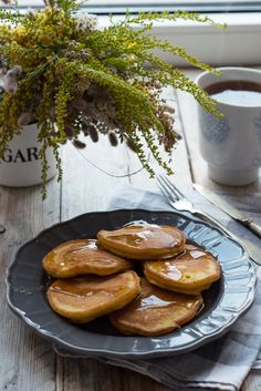 dyniowe placuszki (1) Pretzel Bites, Sausage, Bread, Breakfast, Food, Morning Coffee, Sausages, Brot, Essen