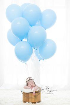 Ensaio Newborn, fotografia Newborn, ensaio de recém-nascidos, fotos de bebê, estudio de fotografia newborn. Newborn Baby Photos, Baby Poses, Baby Boy Photos, Newborn Shoot, Newborn Pictures, Baby Boy Newborn, Baby Pictures, Newborn Photography Props, Newborn Baby Photography