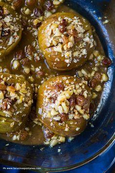 Le mele hasselback vengono cotte in forno e profumano di arancia e cannella. Un perfetto comfort food per le serate accanto al camino. Scopri la ricetta!