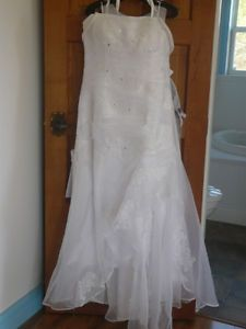 Beautiful Mermaid Wedding Dress Size 14-16+  - Berwick area Annapolis Valley Nova Scotia image 1
