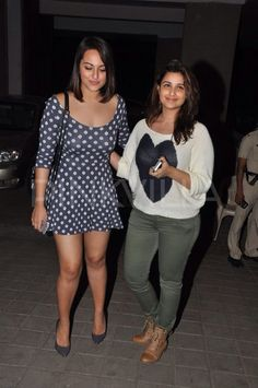 Actresses Sonakshi Sinha and Parineeti Chopra were seen bonding big time at Manish Malhotra's birthday bash. Infact, Sonakshi was seen flaunting her slim body in a pretty short dress. Indian Actress Hot Pics, Bollywood Actress Hot Photos, Indian Bollywood Actress, Beautiful Bollywood Actress, Bollywood Celebrities, Bollywood Fashion, Indian Actresses, Female Actresses, Beautiful Girl Indian