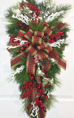 Traditional Country Christmas Pine Teardrop Swag Wreath