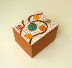 Decorative wooden mosaic box by Mosaicloud on Etsy Mosaic Crafts, Mosaic Projects, Mosaic Tray, Mosaic Tables, Mosaic Artwork, Colourful Balloons, Mosaic Patterns, Patterns In Nature, Wooden Boxes