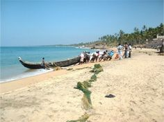 Kerala is a place that offers an amazing combination of natural beauty with holistic holiday where you can enjoy a peaceful time with your loved ones. Venezuela Beaches, India, Beach Photography, Where To Go, Kerala, Bollywood, Waves, Outdoor Decor, Nature
