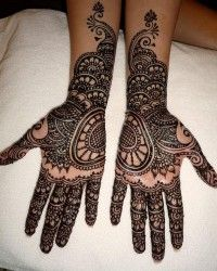 Mehndi Designs. Such beauty in temporary art.