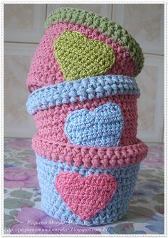 Cachepôs ou vasinho de crochê Love  R$17,00 cada