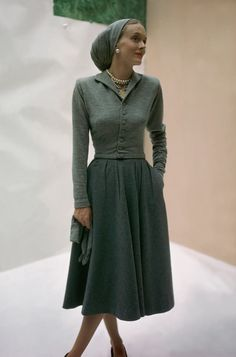 Taffeta Dress, Wool Dress, 1940s Fashion, Vintage Fashion, Jane Austen, Vintage Dresses, Vintage Outfits, Moda Vintage, Vintage Glam