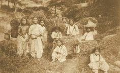 Seoul, Korea, 1902-1903  Photographer (Carlo Rossetti, 魯士德, 1876-1948)  Original publication: Corea e Coreani, Italy  Children