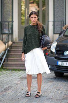 Sweater, pleated skirt, slides - www.stylizen.com