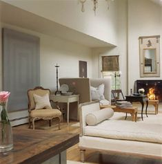 """Today's post features a Sag Harbor gem designed by homeowners William Cummings and Bernt Heiberg…founders of Heiberg Cummings Design, """"they wanted to create a modern oasis for ent… Antique Furniture, Home Furniture, Modern Furniture, Family Room Design, Family Rooms, Living Spaces, Living Room, Sag Harbor, Common Area"""