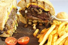 Özgür Şef'ten Burger / - Özgür Şef'in Deli Kasap Ataşehir (Bulvar 216) İstanbul  Telefon : 0216 688 43 42  Burger 150, 200, 250 ve 400 gram et seçenekleriyle sunuluyor  Fiyat ortalama : 19 TL, 36 TL arası