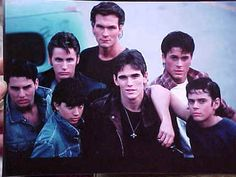 Comment the name of this book/movie if you know it and your fave quote from it. Mine is, Stay gold, Ponyboy. The Outsiders Imagines, The Outsiders 1983, 80s Movies, Great Movies, Movie Tv, Movie Cast, Young Matt Dillon, Dallas Winston, Image Film