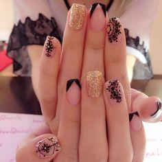 nail art dorado y negro