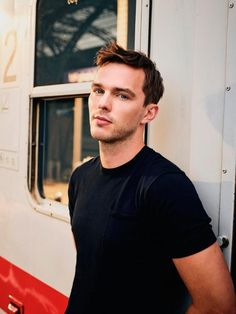 Actor Nicholas Hoult on maintaining his sanity in Hollywood Handsome Men Quotes, Handsome Arab Men, Handsome Male Models, Handsome Celebrities, Nicholas Hoult, Woman Sketch, Woman Drawing, Beautiful Men, Beautiful People