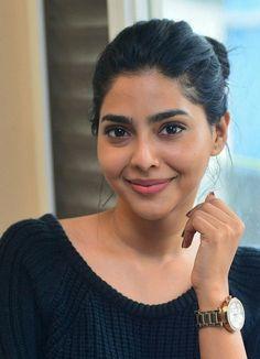 Aishwarya Lakshmi. Indian Actress Photos, Indian Bollywood Actress, Indian Actresses, South Actress, South Indian Actress, Beautiful Indian Actress, Indian Makeup Natural, Lakshmi Actress, Lakshmi Photos