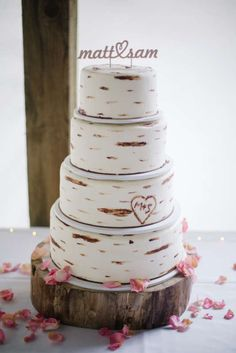 The perfect cake for a #rustic #wedding! | http://www.mywedding.com/ideas/image/artemisia-studios/mn-horse-and-hunt-club/021cf12e-77f5-11e4-b19b-005056012beb?index=3&search=&filters=