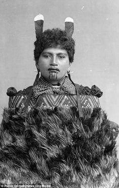 For New Zealand Maori women, the moko kauae, or traditional female chin tattoo, is considered a physical manifestation of their true identit. Maori Tattoos, Maori Face Tattoo, Tattoos Bein, Facial Tattoos, Samoan Tattoo, Neck Tattoos, Sleeve Tattoos, Maori Designs, Art Maori