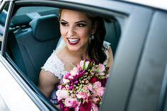 carro de noiva; carro luxo noiva; carro classico noiva; carro antigo noiva; noivos; casamento; casamento dia; casamento praia
