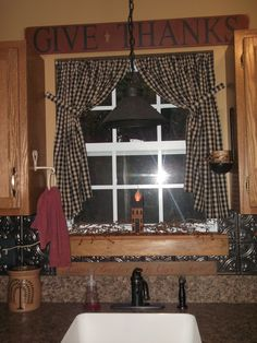 Gorgeous country curtains in a Perfect Primitive Kitchen! Primitive Homes, Primitive Bathrooms, Country Primitive, Primitive Antiques, Primitive Kitchen Decor, Prim Decor, Country Decor, Rustic Decor, Farmhouse Decor