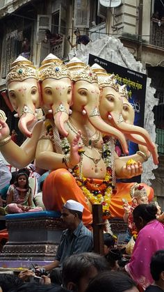 Visarjan of Lord Ganesha On the way to Girgaon chowpatty, Mumbai (via Pinterest: Humberto Rauda)