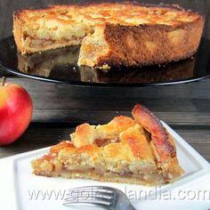 Recetas de postres: Tarta de manzana americana una impresionante tarta de manzana con la receta épicamente americana, si cambias de casa y los vecinos tienen buen gusto, te traerán una tarta como esta. Existen muchas receta casera de tarta de manzana pero este relleno es muy bueno, con mucho sabor y muchos matices, impresionante.. El … Apple Desserts, Apple Recipes, Sweet Recipes, Delicious Desserts, Dessert Recipes, Apple Cinnamon Cake, Sweet Cooking, Food Tasting, Biscuits