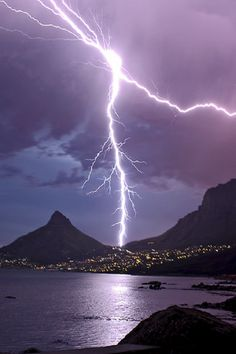 'Powerful Nature' - Lightning bolt taken from Camps Bay with Table Mountain on the right - South Africa All Nature, Science And Nature, Amazing Nature, Beautiful Sky, Beautiful World, Tornados, Thunderstorms, Thunder And Lightning, Lightning Bolt