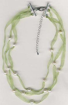 bridesmaid ribbon pearl necklace  http://www.karipearls.com/how-to-make-ribbon-pearl-necklaces.html