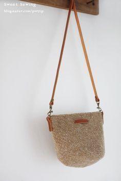 Marvelous Crochet A Shell Stitch Purse Bag Ideas. Wonderful Crochet A Shell Stitch Purse Bag Ideas. Diy Sac, Crochet Shell Stitch, Craft Bags, Crochet Handbags, Diy Crochet, Crochet Bags, Knitted Bags, Crochet Designs, Handmade Bags