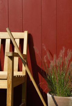Le Rouge Pays Basque du nuancier peinture bois Aqua-Stop V33 ça donne des idées pour la déco du jardin !