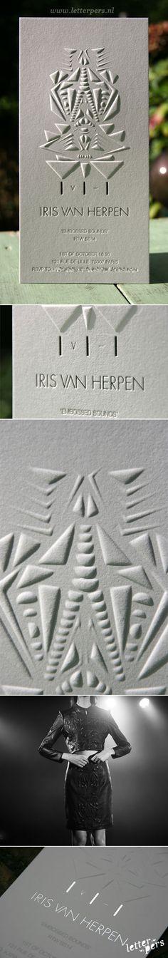 letterpers_letterpress_uitnodiging_iris-van-Herpen_modeshow_parijs_zilverfolie_preeg
