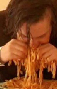 NuFlick - Kosher Spaghetti  Un intenso y perturbador viaje sobre lo bonita que puede llegar a ser la religión.