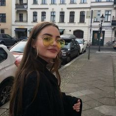 Yellow Aviators - The Sunnies You Need to Keep You On Trend All Summer Long - Photos Pretty People, Beautiful People, Grunge Look, Tumblr Girls, Mode Outfits, Tgirls, Harajuku, Sunglasses Women, Photo Tips