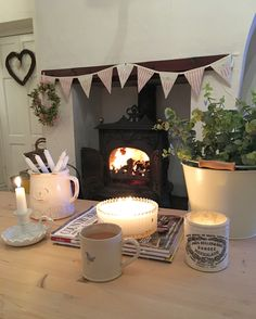 Wood stove again Cottage Shabby Chic, Shabby Chic Homes, Cottage Style, Cozy Cottage, Cottage Ideas, Cottage Lounge, Cottage Living, Home Living Room, Living Room Inspiration