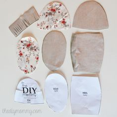 Free tutorial and pattern for fringed baby moccasins / slippers / booties   The DIY Mommy