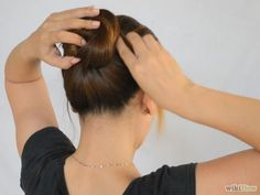 670px-Make-a-Bun-Without-a-Hair-Tie-Step-2-Version-3.jpg (670×503)