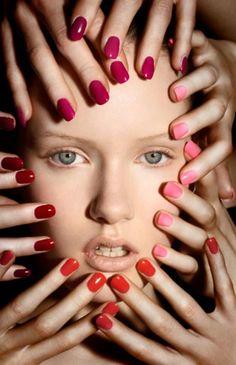 5 astuces pour faire paraître vos ongles plus longs – Astuces de filles – Avoir les ongles longs n'est pas toujours faciles. Selon ce que vous faites dans votre vie il est parfois difficile de garder une longue manucure. Les faux ongles? Pas toujours pratique, couteux et surtout mauvais pour vos mains! Alors voila ! Cinq astuces simples mais efficaces pour avoir des mains parfaites et un effet ongles longs sans les avoir. Remodelez votre cuticule Le cuticule est... #astuce #femme #nailart