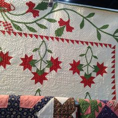 are the ones which make my heart sing. Especially the really scrappy ones. Women taking what they had in an effort to add color t. Old Quilts, Antique Quilts, Vintage Textiles, Vintage Quilts, History Of Quilting, Red And White Quilts, Bird Quilt, Quilt Border, Green Quilt