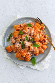 Pasta Recipes, Cooking Recipes, Healthy Recipes, Vodka Sauce Pasta, Aesthetic Food, Food Cravings, Munnar, Soul Food, Food Inspiration