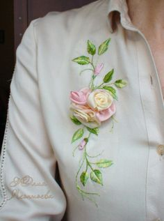 Ribbon Embroidery Tutorial, Ribbon Flower Tutorial, Embroidery Neck Designs, Embroidery Suits Design, Couture Embroidery, Silk Ribbon Embroidery, Embroidery Dress, Embroidery Stitches, Bow Tutorial