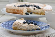 Coconut meringue cake, NO Norwegian Food, Norwegian Recipes, Meringue Cake, Cookie Desserts, Yummy Cakes, Doughnut, Cupcake Cakes, Cupcakes, Allergies