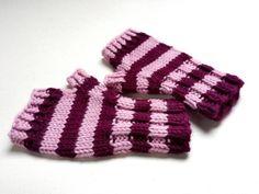 Fingerlose Babyhandschuhe 7 bis 18 Monate, Handstulpen 100% Bio Schurwolle, Farbe: rosa und weinrot/rotlila, Preis 12,50 €. Klick hier für Details