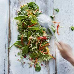 Recept - Koolsalade met spinazie en peper-limoendressing - Boodschappenmagazine