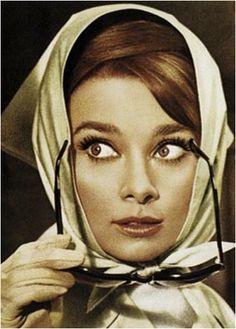 Audrey Hepburn - Vintage fashion icon - Retro headscarf - www.thestellarboutique.com