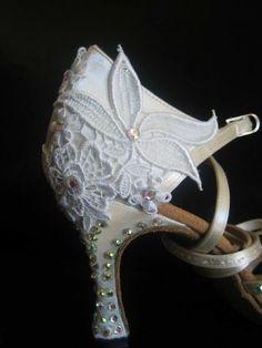 Dazzling shoes with motif and rhinestones Ballroom Jewelry, Latin Ballroom Dresses, Ballroom Dance Dresses, Latin Dresses, Baile Latino, Salsa Shoes, Latin Dance Shoes, Tango Shoes, Dance Accessories