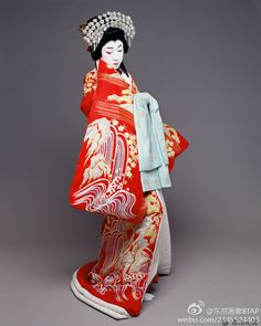 Dress you will see for other performers on stage. Will keep the traditions of japanese theater. Japanese Geisha, Japanese Kimono, Japanese Girl, Kabuki Costume, Doll Costume, Traditional Fashion, Traditional Dresses, Geisha Art, Japanese Costume