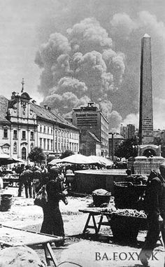 Krásy Bratislavy alebo ako hlavné mesto vyzeralo kedysi, časť #106 - BratislavaDen.sk Bratislava, Old Street, World, Squares, Facebook, Architecture, Bobs, The World