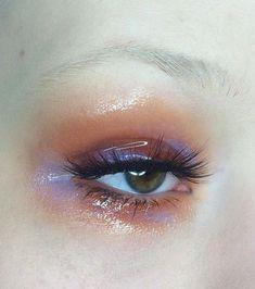 The makeup trend of the eyelid shine - Make-up Ideen - Beauty Makeup Trends, Makeup Inspo, Makeup Art, Makeup Inspiration, Makeup Tips, Eye Makeup, Makeup Tutorials, Makeup Ideas, Runway Makeup